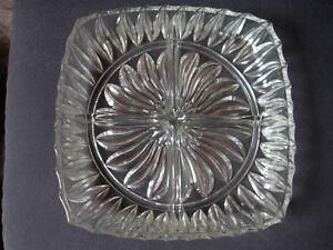 Glasschale eckig 4-geteilt, ca. 22 x 22 cm