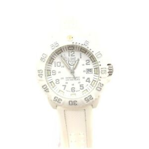 Luminox Watch  7050 SERIES operates normally 1905290