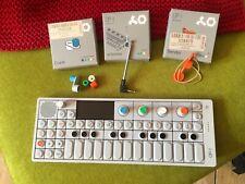 Teenage Engineering OP-1 Keyboard Synthesizer mit Zubehör