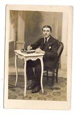 photo carte postale   jeune homme  (1016c)