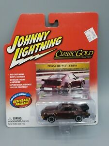 PORSCHE 911 TURBO           2004 JOHNNY LIGHTNING CLASSIC GOLD COLLECTION   1:64