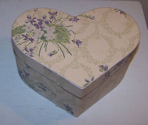 Lovely Heart Shaped Wallpaper Box Lavender/Green Floral Violets EUC