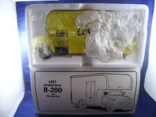 First Gear Columbian Storage & Transfer Co 1957 Int'l R-200 Moving Van #19-1527