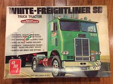 Amt White-Freightliner Sd Truck Tractor - 1/25th scale
