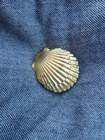GORGEOUS VINTAGE MIMI DI N 1975 GOLD TONE METAL SEA SHELL BELT BUCKLE SIGNED N1