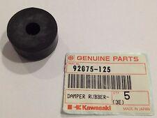 Gommino serbatoio - DAMPER RUBBER,FL TANK - Kawasaki KZ400  NOS: 92075-125