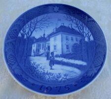 1975 Royal Copenhagen The Queen's Christmas Residence Plate Blue & White