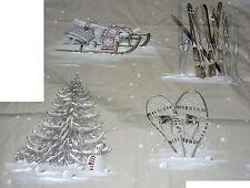 Très beau coupon TISSU MONTAGNE : luge - skis - sapin - raquettes (Thévenon)