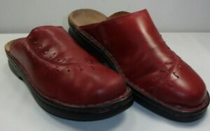 Clarks Women's Decorated Mules Clogs Red Leather Light Weight EUC! Size 9
