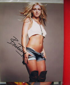 BRITNEY SPEARS - SHORTS,  SIGNED PHOTO WITH COA - ORIGINAL .