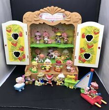 Lot of 20 Vtg Strawberry Shortcake Pvc Figures Deluxe Mini +Doll Display Cabinet