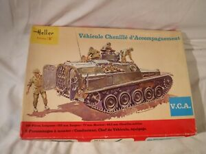 1/35 Heller French Army Vehicule Chenille d Accompagnement w/ 10 Figures # 786