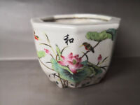 Chinese old porcelain decorated with coloured drawings porcelain A flower pot