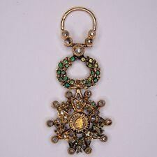 Médaille miniature de la légion d'honneur en or, avec diamants et émeraudes.