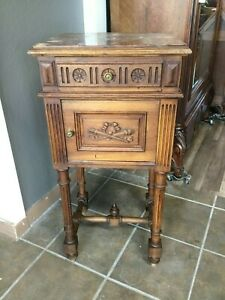 French Victorian style walnut nigthstand
