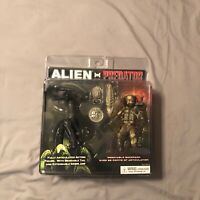 Alien vs Predator Toys 'R' Us Exclusive Two Figure Set Neca Toys RARE UNOPENED