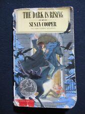 The Dark is Rising [Mass Market Paperback] [Jan 01, 1989] Susan Cooper and Dav..