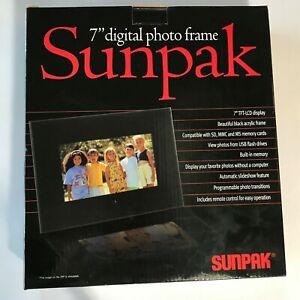 "Sunpak 7"" Digital Photo Frame with Remote, LCD display, Black"