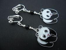 Una COPPIA DI carini nero e bianco SMALTO Panda Bear clip SU ORECCHINI. nuovi.