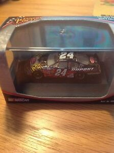Winner's Circle Nascar 1:87 Scale #24 Jeff Gordon with Display Case Hot Hues
