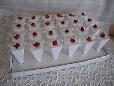 Vassoio + 24 coni portariso portaconfetti bianchi con fiocchetto e rosa rossa