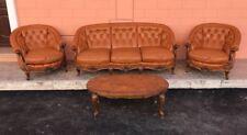 Autentico divano,poltrone e tavolino Chester Chesterfield con certificato