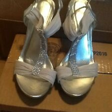 Women's  beautiful comfortable silver sandals with rhinestone accents size 8 1/2