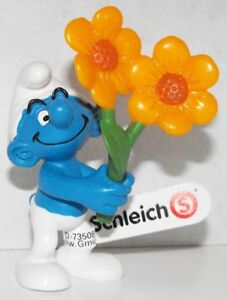20748 Thank You Smurf with Flowers 2013 Smurfy Greetings Plastic Figurine Figure