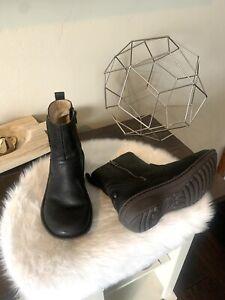 UGG AUSTRALIA NEEVAH Women's 8 Black Leather Sheepskin Zip Ankle Boots 1004177