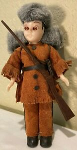 """Vintage Carlson 7.5"""" Frontiersman Doll in Leather Costume & Rifle"""
