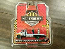 GREENLIGHT 33060-A INTERNATIONAL DURASTAR FLATBED TOW TRUCK GULF OIL CHASE CAR