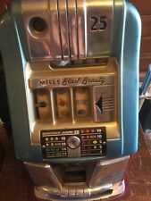 MILLS BLACK BEAUTY 25 CENT / QUARTER SLOT MACHINE WITH WOODEN PEDESTAL BASE.