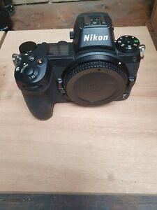 Appareil photo Nikon et objectif Nikor
