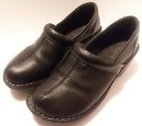 Women's 8.5 Magellan Black Leather Clogs Mules Slipons Slip on shoes