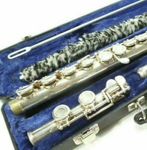 Armstrong Flute Closed Hole Model 104 In Case w Cleaning Rod & Pad Guard