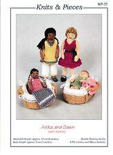 Anika et Dawn avec bébés Knits & pieces Sandra Polley knitting pattern kp-25