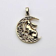 Bronze lièvre sur une demi lune pendentif conçu par lisa parker