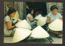 HUE (VIETNAM) FABRICATION de CHAPEAUX  CONIQUES en 1995