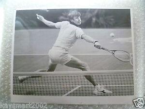 Tennis Press Photo- BUSTER MOTTRAM in action,Great Britain-Jan 1982(apx.25x20cm)