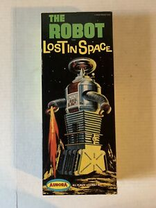 VINTAGE - Lost In Space The Robot Model Kit - 418-100 - Aurora Complete