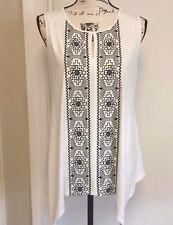 ADRIANNA PAPELL Knit Top Blouse Sleeveless Keyhole Embroidery White Black Medium
