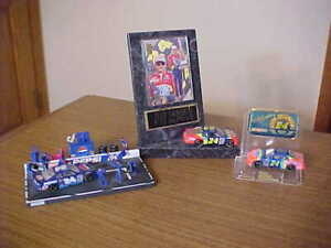 #24 JEFF GORDON 1999 PEPSI 1/64 PIT STOP, CAR PLAQUE WITH CARD 1995 CHAMPION