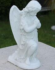 Statue ange protecteur agenouillé en pierre reconstituée, ton pierre blanche