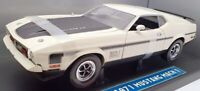 Sun Star 1/18 Scale Model Car 3602 - 1971 Ford Mustang Mach 1 - White