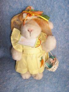 1991 Hoppy VanderHare dressed-  Easter Fantasy #4403