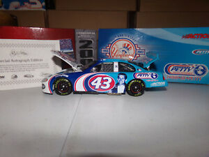 1/24 RICHARD PETTY #43 / #8 NY YANKEES 100TH ANNIVERSARY AUTOGRAPHED 2003 ACTION