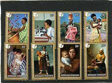 Rwanda 1975 Sc#665-672 femmes année tableaux Ensemble de 8 TIMBRES MNH