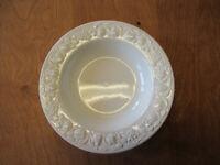 """Quadrifoglio QUD7 Italy WHITE EMBOSSED FRUIT Rim Soup Bowl 9 1/2""""  6 available"""