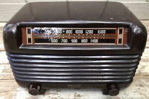 (1) 1948 Philco Transitone model 48-250  Code 121 AM table radio