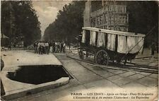 CPA PARIS (8e) LES TROUS La Tapissiere, le Taximetre, trou (199942)
